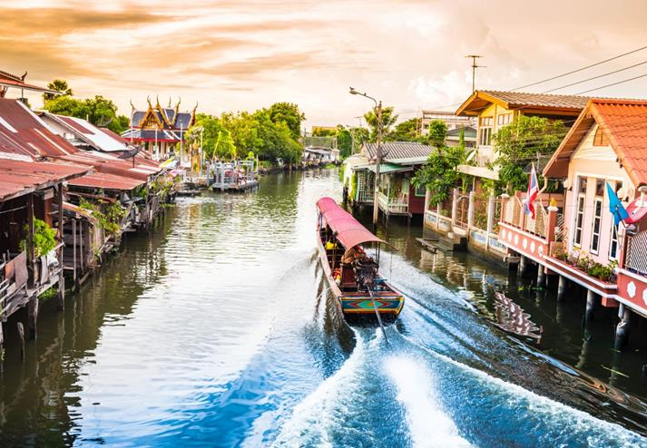 Varen door de klongs in Bangkok, Thailand