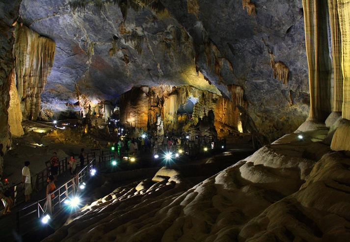Paradise cave in Dong Hoi