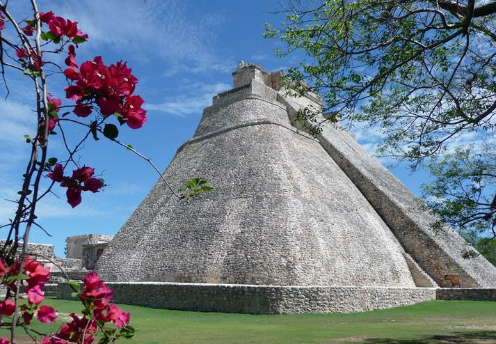 Piramide van de Tovenaar in Uxmal