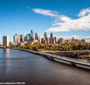 Philadelphia skyline - Photo credits Paul Loftland for PHLCVB