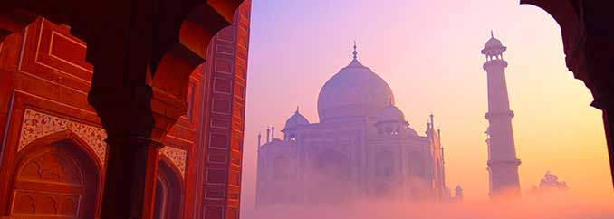 Taj Mahal met zonsopkomst in India